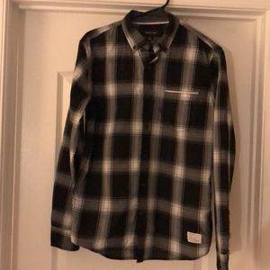 Men long sleeves collared shirt